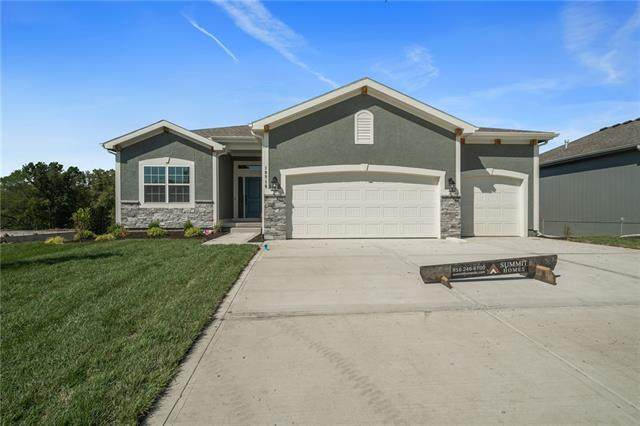 10716 N Fisk Avenue, Kansas City, MO 64154 (#2317313) :: Tradition Home Group | Compass Realty Group