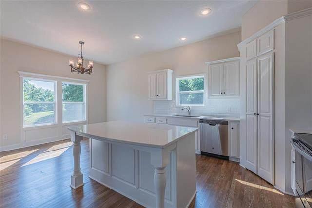 9407 NE 98th Terrace, Kansas City, MO 64157 (#2317805) :: Dani Beyer Real Estate
