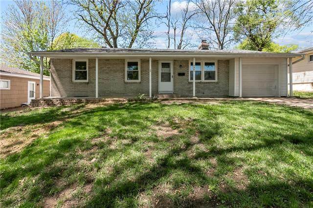 5400 N Flora Avenue, Kansas City, MO 64118 (#2318920) :: Ron Henderson & Associates