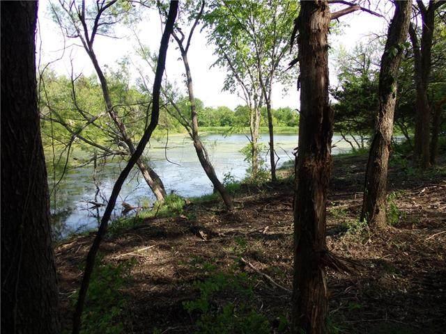 85 W Sugar Lake Drive, Mound City, KS 66056 (#2319120) :: Dani Beyer Real Estate
