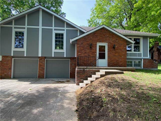 3116 SW Woods Chapel Court, Blue Springs, MO 64015 (#2319398) :: The Kedish Group at Keller Williams Realty