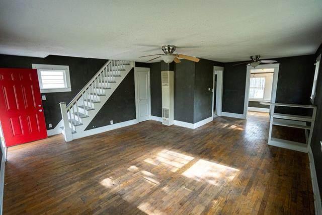 210 E 12th Street, Ottawa, KS 66067 (#2319773) :: Dani Beyer Real Estate