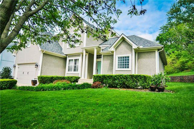 6213 NE Upper Wood Drive, Lee's Summit, MO 64064 (#2320266) :: Team Real Estate
