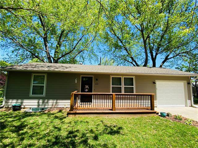 205 W Sixth Street, Perry, KS 66073 (#2320741) :: Eric Craig Real Estate Team