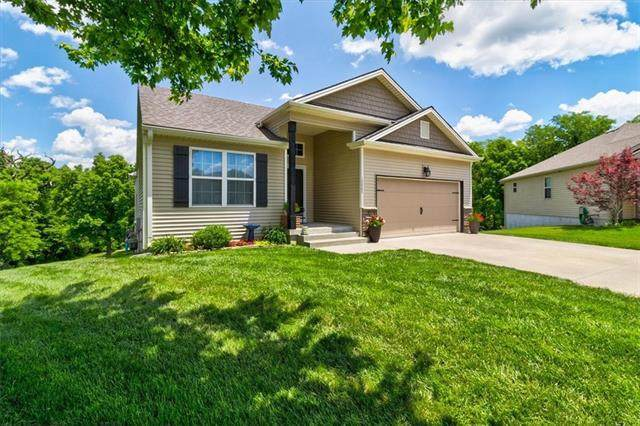 13065 NW Oakview Drive, Platte City, MO 64079 (#2321257) :: The Rucker Group