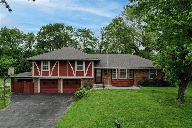 8316 New Jersey Avenue, Kansas City, KS 66112 (#2321367) :: Dani Beyer Real Estate