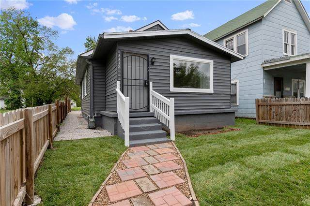 1118 S 36th Street, Kansas City, KS 66106 (#2322028) :: Dani Beyer Real Estate