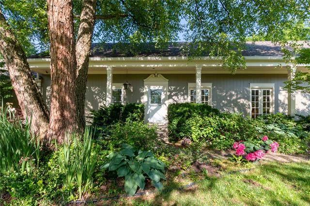 9928 Cherokee Lane, Leawood, KS 66206 (#2323090) :: Audra Heller and Associates