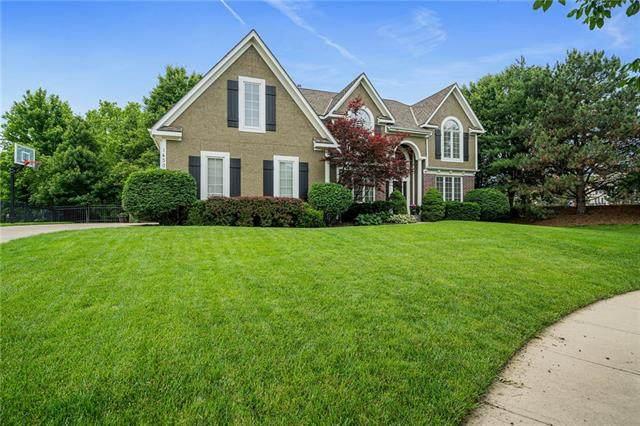14300 Farley Street, Overland Park, KS 66221 (#2323668) :: Dani Beyer Real Estate