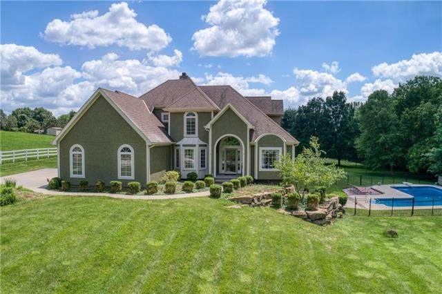 11105 NW 77th Terrace, Parkville, MO 64152 (#2324459) :: Ask Cathy Marketing Group, LLC