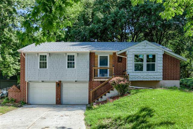 809 NW Berkshire Drive, Blue Springs, MO 64015 (#2324572) :: The Rucker Group