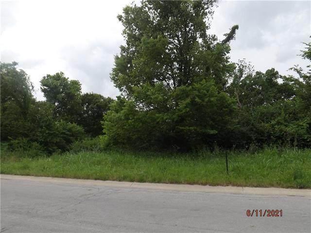 8364 Timber Trails Drive, De Soto, KS 66018 (#2324980) :: ReeceNichols Realtors