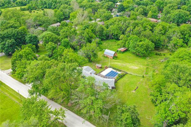 9004 E 92nd Street, Kansas City, MO 64138 (#2325086) :: Dani Beyer Real Estate