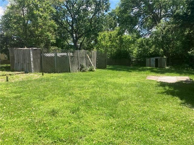 10415 W 60th Street, Shawnee, KS 66203 (#2325746) :: The Kedish Group at Keller Williams Realty