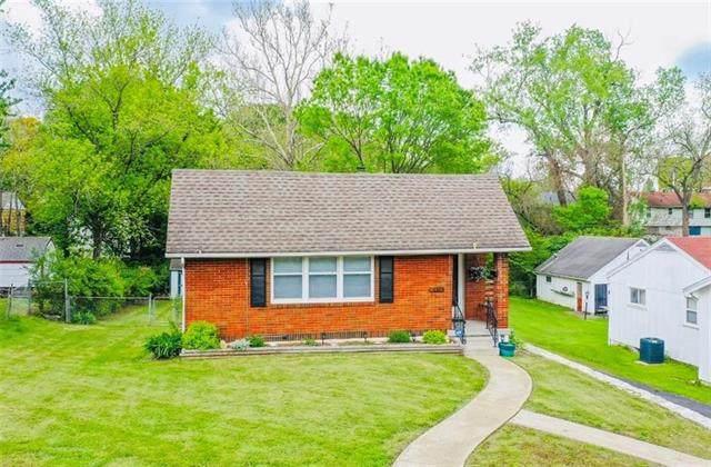 8419 Wayne Avenue, Kansas City, MO 64131 (#2326197) :: Audra Heller and Associates