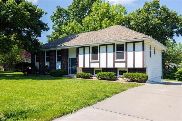 10007 NW Mirror Lake Drive, Parkville, MO 64152 (#2326255) :: Ask Cathy Marketing Group, LLC