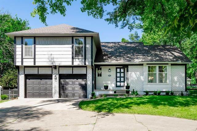 8824 Nall Avenue, Overland Park, KS 66207 (#2326391) :: Dani Beyer Real Estate