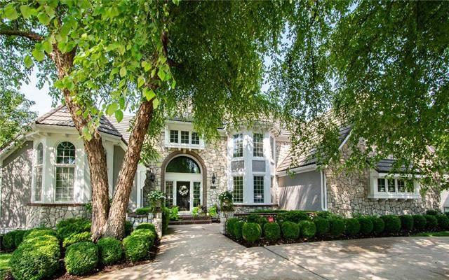 11350 W 121st Terrace, Overland Park, KS 66213 (#2326804) :: Austin Home Team