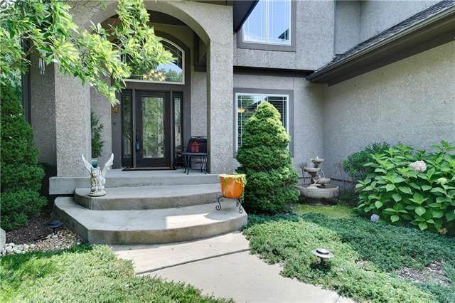 24255 W 113TH Terrace, Olathe, KS 66061 (#2327649) :: Austin Home Team