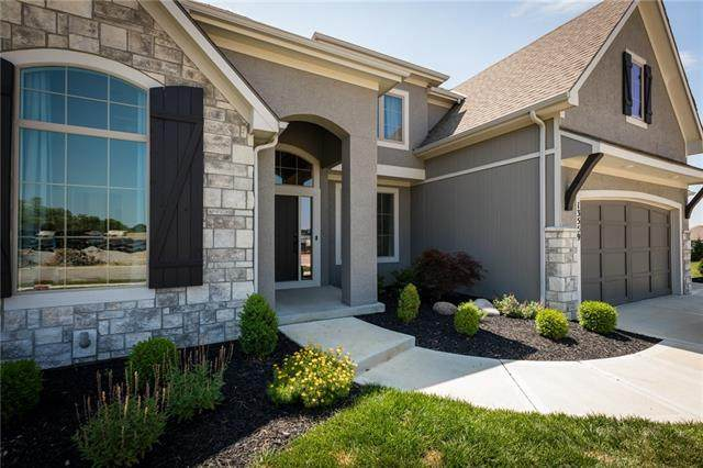 13559 Terrace Park Drive, Parkville, MO 64152 (#2327758) :: Five-Star Homes