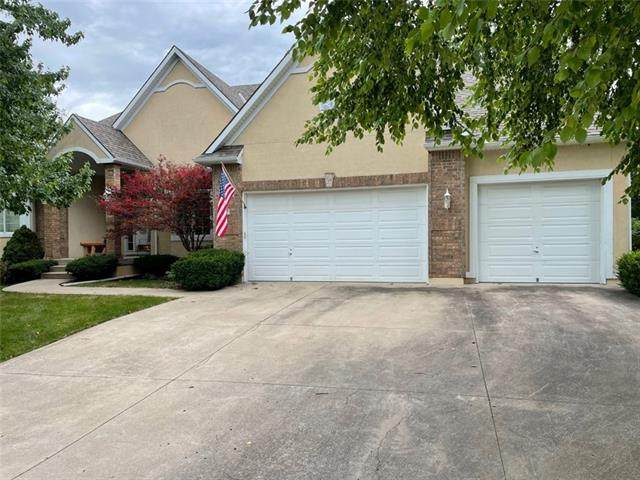 2312 SW Waterfall Drive, Lee's Summit, MO 64081 (#2327844) :: Team Real Estate