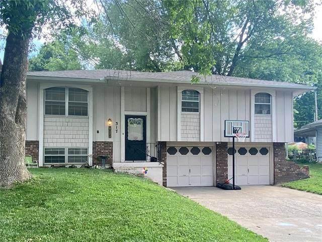 317 SW Sandstone Drive, Blue Springs, MO 64014 (#2327928) :: Dani Beyer Real Estate