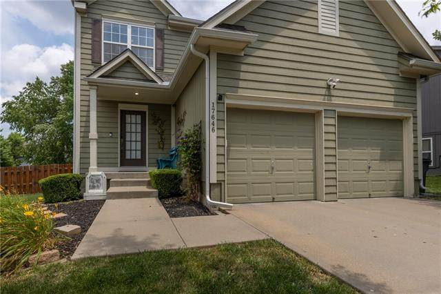 17646 W 160th Terrace, Olathe, KS 66062 (#2328188) :: Eric Craig Real Estate Team