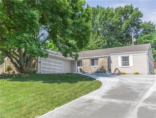 3208 Shady Bend Drive, Independence, MO 64052 (#2328756) :: Ask Cathy Marketing Group, LLC