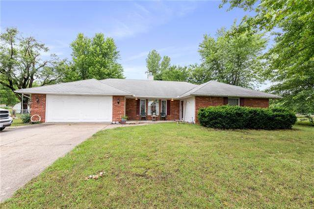 124 Eagles Parkway - Photo 1
