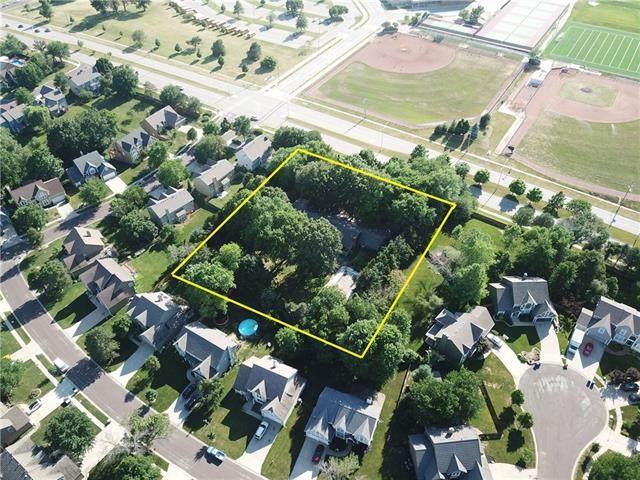13227 Switzer Road, Overland Park, KS 66213 (#2329211) :: Five-Star Homes