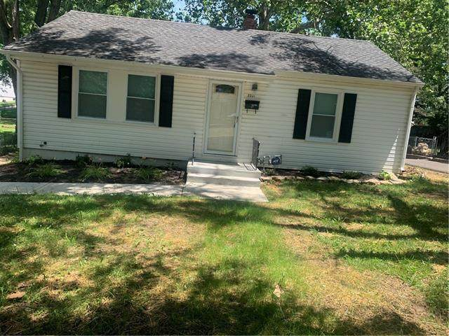 2331 S Hall Road, Independence, MO 64052 (MLS #2329339) :: Stone & Story Real Estate Group