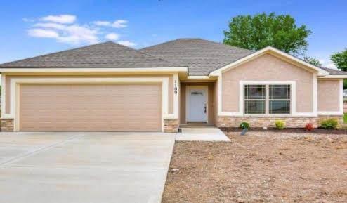 1214 NE White Oaks Lane, Oak Grove, MO 64075 (#2329561) :: Tradition Home Group | Compass Realty Group