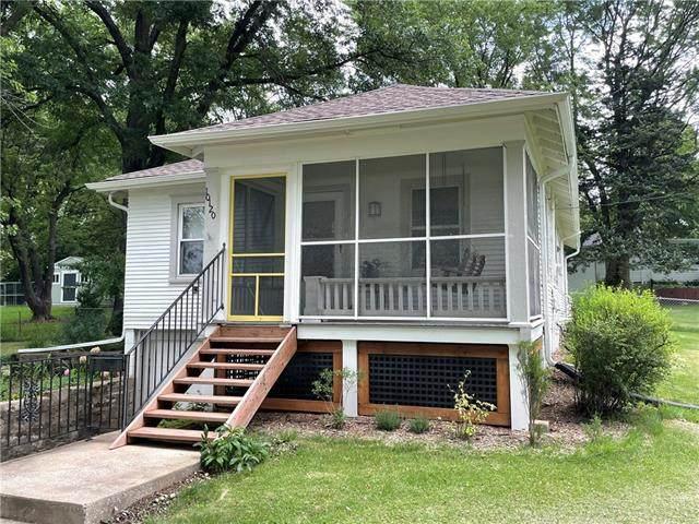 10120 W 61 Street, Merriam, KS 66203 (#2330366) :: Austin Home Team