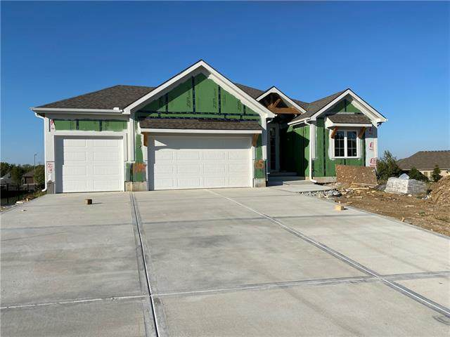 1105 SW Brookside Court, Lee's Summit, MO 64064 (#2330638) :: The Shannon Lyon Group - ReeceNichols