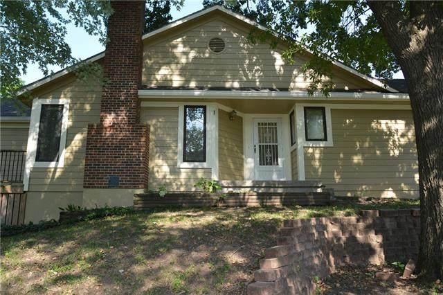 2300 Twin Oaks Drive, Harrisonville, MO 64701 (#2330995) :: Edie Waters Network