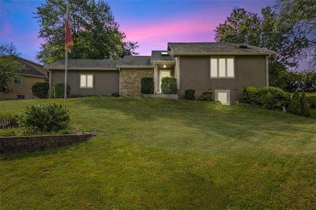 227 NW Foxtail Court, Lee's Summit, MO 64064 (#2331192) :: Austin Home Team