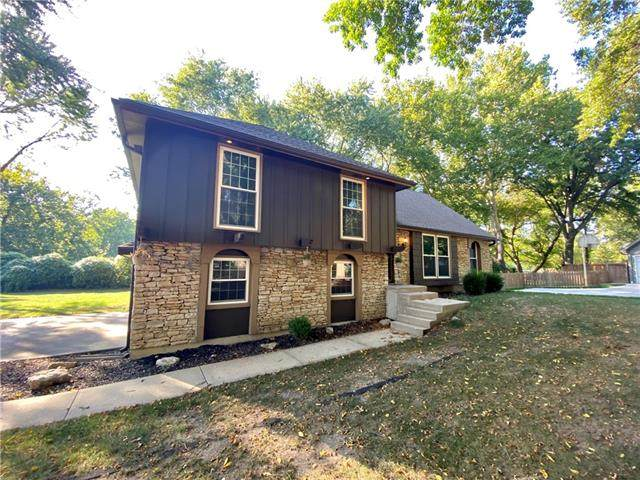 10524 Mohawk Lane, Leawood, KS 66206 (#2333131) :: Tradition Home Group | Compass Realty Group