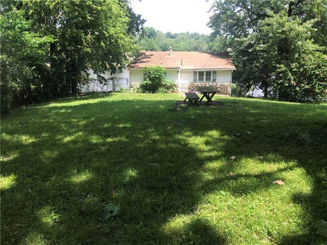 3329 NW Edgewater Trail, Houston Lake, MO 64151 (#2333267) :: Austin Home Team