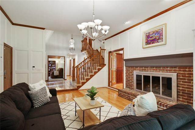 8208 W 100th Terrace, Overland Park, KS 66212 (MLS #2334112) :: Stone & Story Real Estate Group