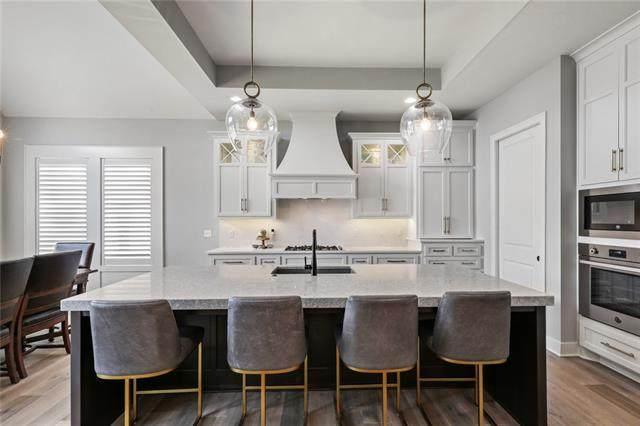 2148 W 89th Terrace, Leawood, KS 66206 (#2334361) :: Audra Heller and Associates