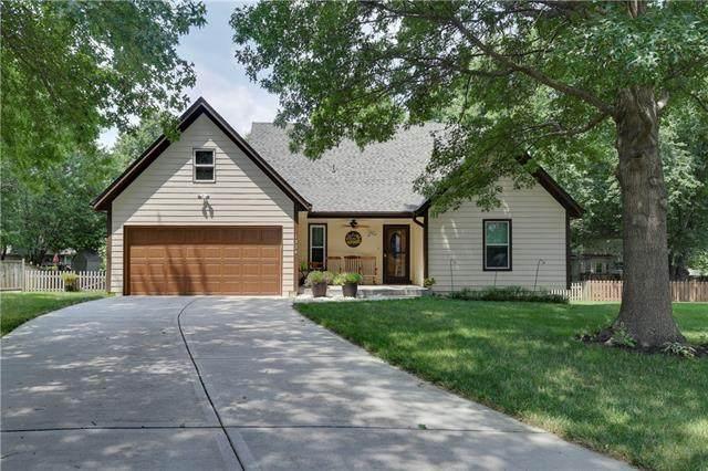 1324 E 154th Street, Olathe, KS 66062 (MLS #2335013) :: Stone & Story Real Estate Group