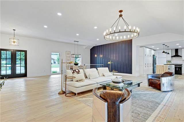 12725 Overbrook Road, Leawood, KS 66209 (#2335322) :: Eric Craig Real Estate Team
