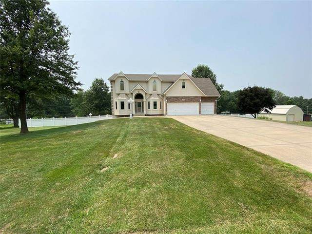 1822 N Redwood Drive, Independence, MO 64058 (#2337393) :: Ask Cathy Marketing Group, LLC