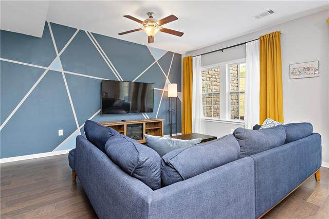 16059 Fontana Street #203, Overland Park, KS 66085 (#2337483) :: Austin Home Team
