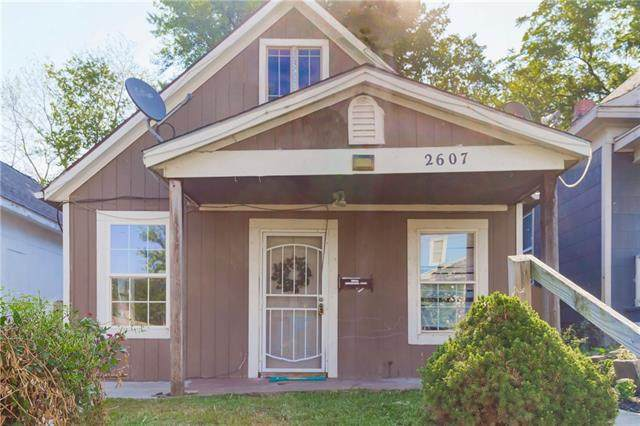 2607 Lawn Avenue, Kansas City, MO 64127 (#2337759) :: The Rucker Group