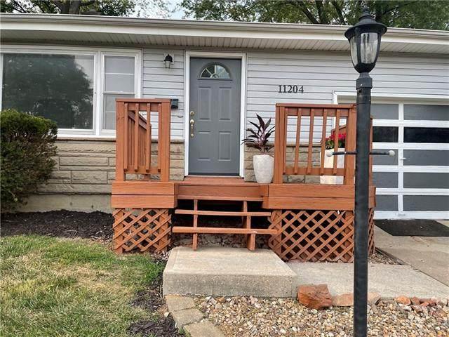 11204 E 49th Street, Kansas City, MO 64133 (#2338591) :: Austin Home Team