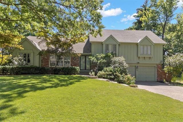 8905 W 106 Street, Overland Park, KS 66212 (#2339084) :: Austin Home Team