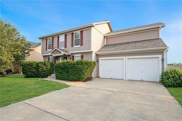 929 E Oak Crest Drive, Gardner, KS 66030 (#2339852) :: Austin Home Team