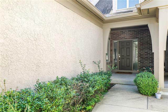 6403 W 145th Street, Overland Park, KS 66223 (#2340316) :: Tradition Home Group | Compass Realty Group