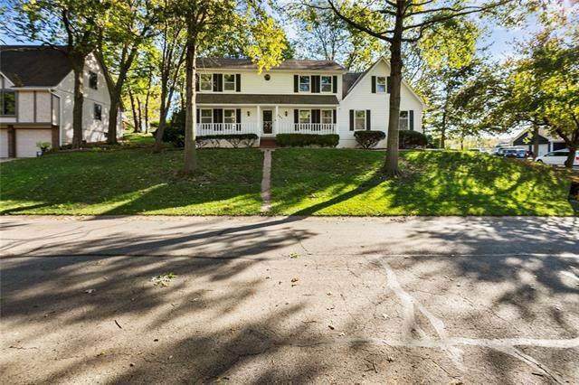 1502 NW Woodcreek Circle, Blue Springs, MO 64015 (#2341062) :: Five-Star Homes
